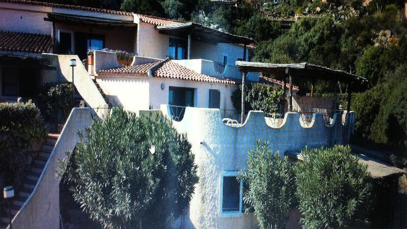 Costa Smeralda apt 6 posti in elegante residence con piscina, holiday rental in Poltu Quatu