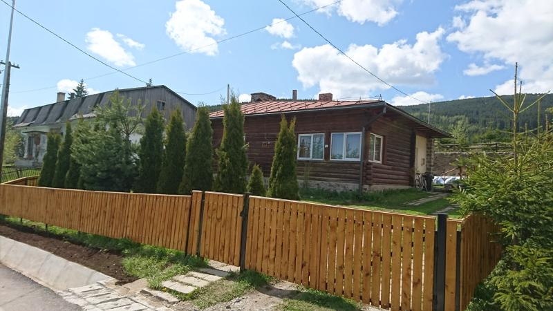 Pingvin Guest House Transylvania, vacation rental in Izvoare
