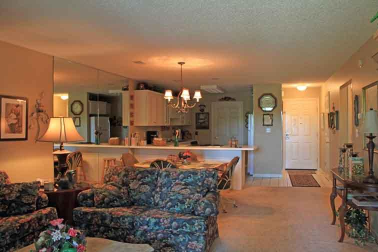 Large and spacious living area, dining area and kitchen