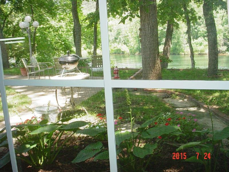 Cottage on Lake Taneycomo, near the College, holiday rental in Hollister