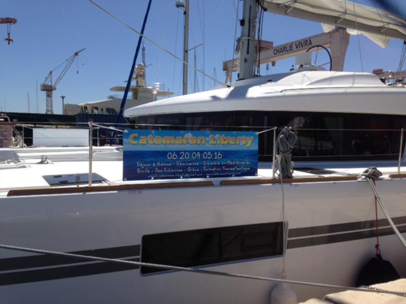 Catamaran Lagoon 50 tout confort pour vos croisières autour des calanques