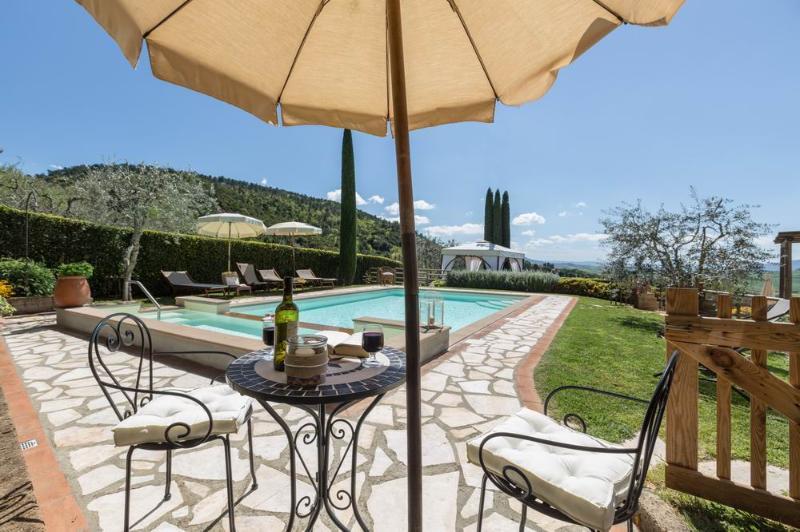 Villa near San Gimignano,Pool, A/C,Wi-Fi,BBQ,stunning view,village walk distance, holiday rental in Montaione