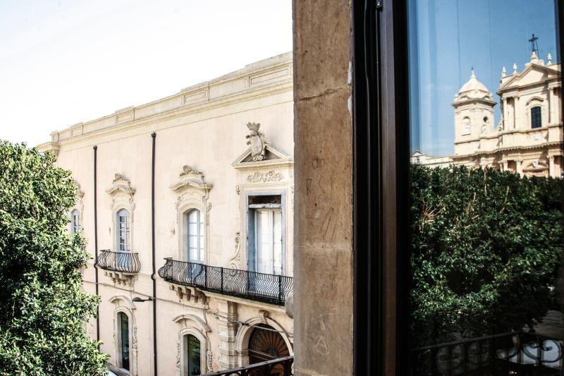 L'appartamento Concetta e la movida offre una vista unica sulla cattedrale di San Nicolò di Noto