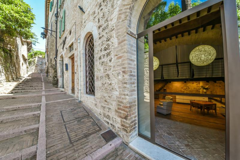 Open space in the centre of Assisi, holiday rental in Sant'Apollinare