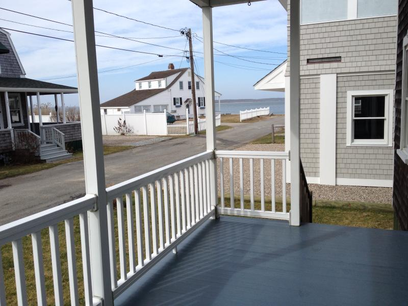 Water Views and Private Beach, location de vacances à Buzzards Bay