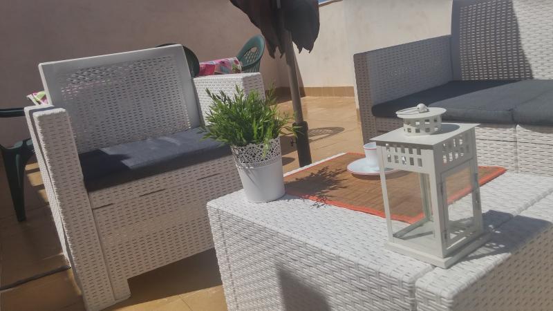 Fantástico  ático duplex de 2 habitaciones desif por ozono  a 200 m de la playa, holiday rental in Campello