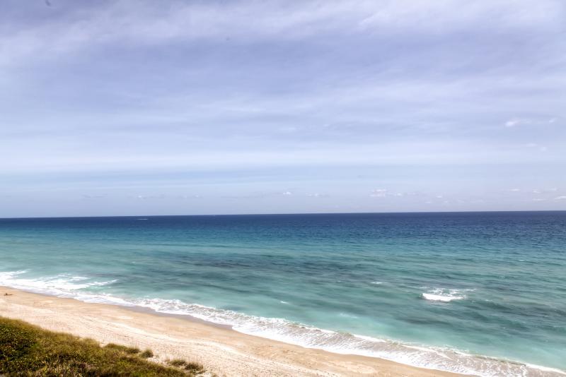 Book this marvelous Jensen Beach vacation rental condo!