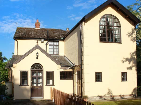 ASHFIELD STUDIO, pet-friendly annexe with feature window, garden, walks and, alquiler de vacaciones en Scawby