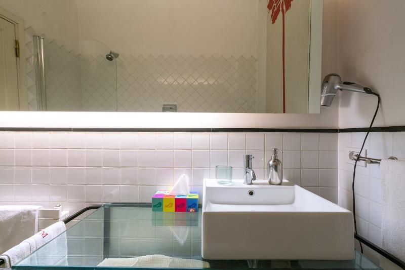 Queen Bath En Suite