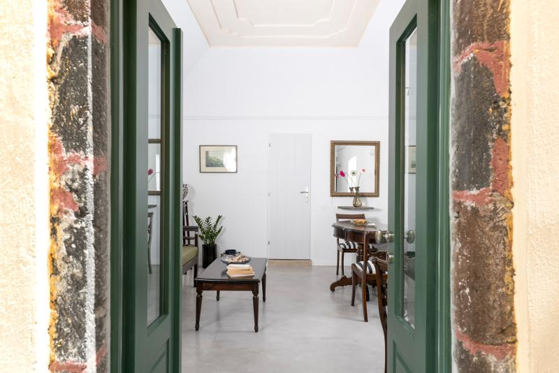 EROFILI HOUSE UP TO 4 PERSONS, vakantiewoning in Fira