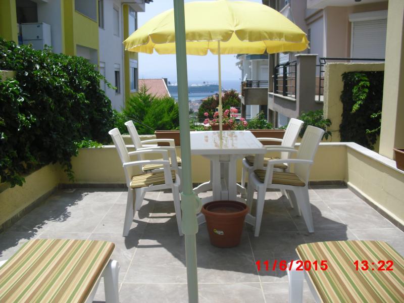 KUSADASI PRİVATE GARDEN APARTMENT WITH SEA VIEWS, location de vacances à Ozdere