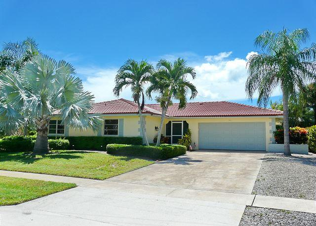 Laid-back waterfront home w/ short walk to beach, vacation rental in Marco Island
