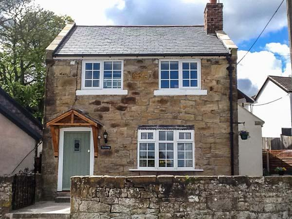 TY CERRIG, pet-friendly character cottage, woodburner, close to village pub, in, holiday rental in Cymau