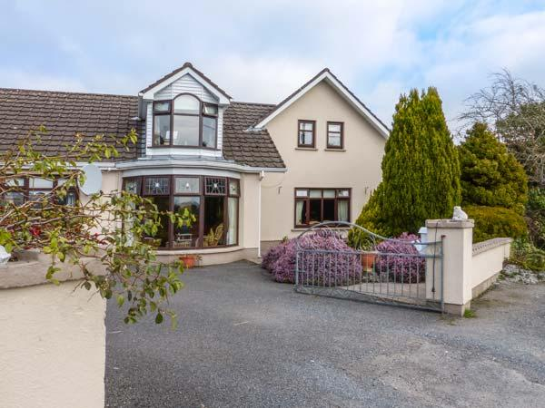 TULLAVILLA, semi-detached, pet-friendly, garden and patio, WiFi, near, holiday rental in Collooney