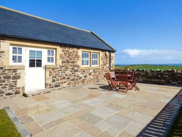 LONG CART COTTAGE stone-built, child-friendly, near beach, WiFi in Embleton Ref, vacation rental in Craster