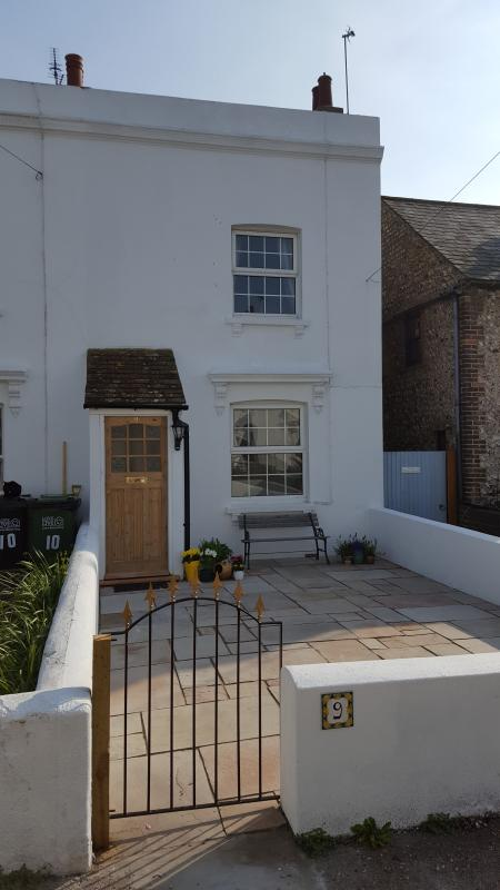 Parade Cottage lovely period cottage set in private mews setting ,minutes from seafront.
