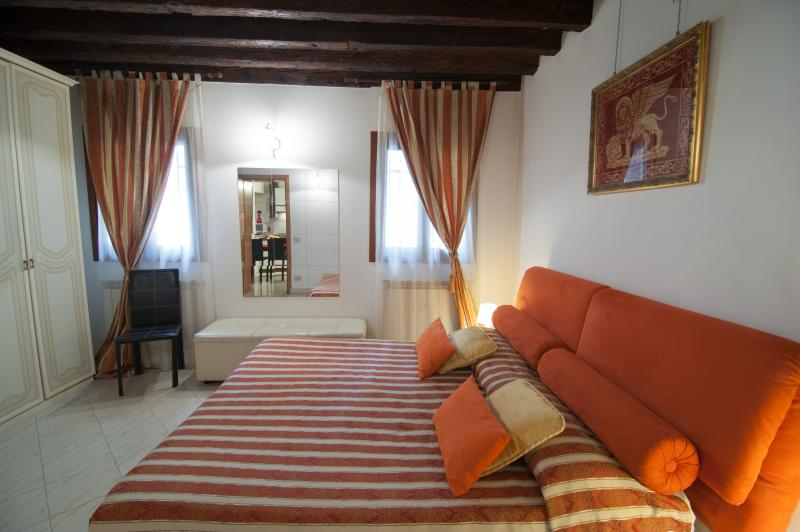 Real Venice centre,7 beds,air conditioning,internet wi fi, kithen use, all inclusive, 66 nice review