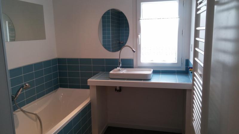 salle de bain neuve étage avec baignoire et douche immense