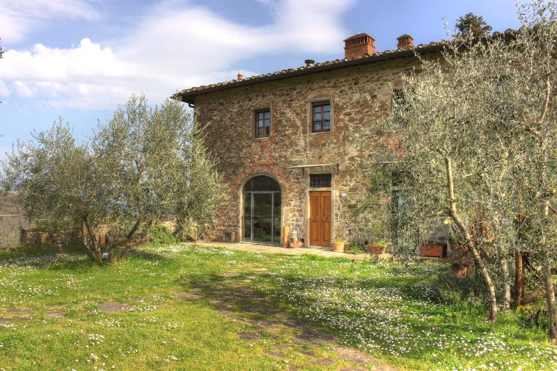 Stunning villa in in Chianti with pool, L'Olivo, holiday rental in Ponte Agli Stolli