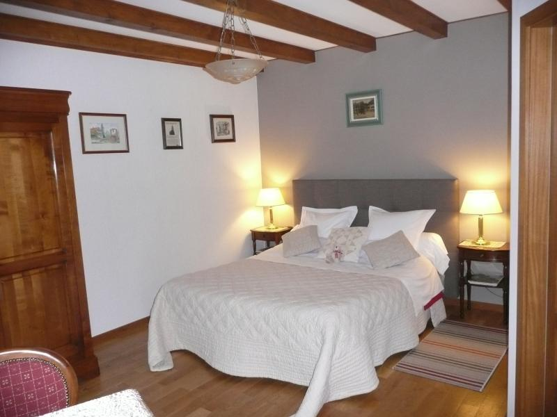 Chambre Églantine lit de 160 x200. canapé 2 places, Douche WC,TV