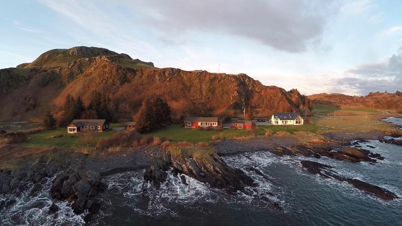 Atlantic Bay Cottage Isle of Seil, Nr Oban, holiday rental in Balvicar