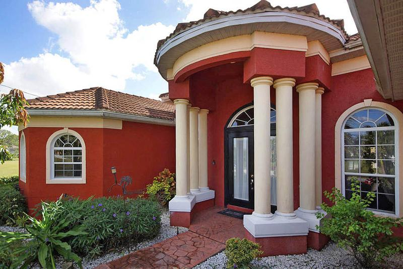 Villa by the sea with salt water pool for dreaming, aluguéis de temporada em Cape Coral