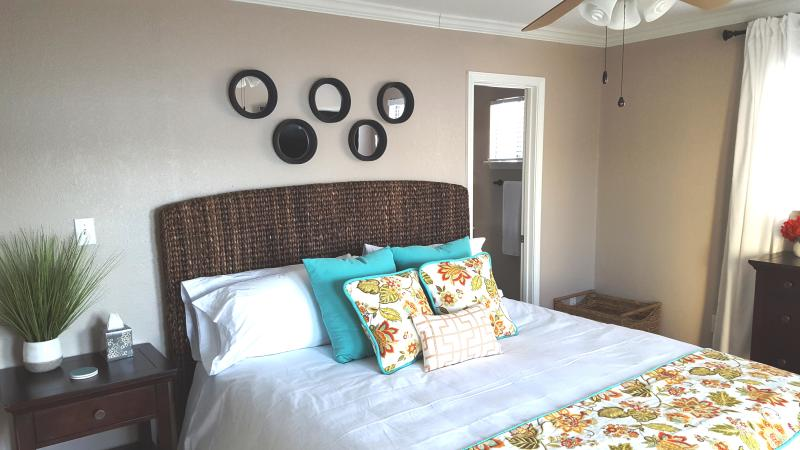 Master Bedroom #1 - Cal King Bed (new high end mattress and new resort quality linens and bedding)