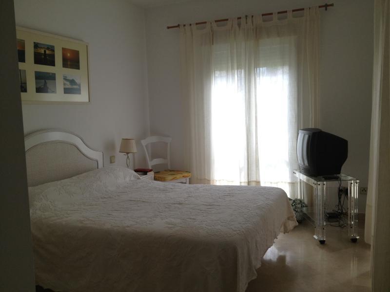 Dormitorio 1 (ahora hay un TV de pantalla plana)