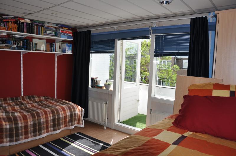 2nd bedroom, balcony