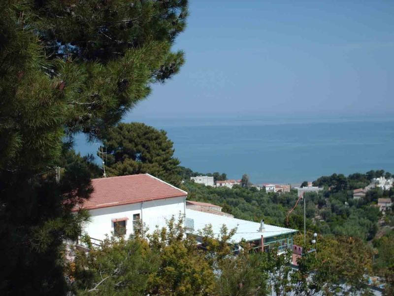 Gargano large penthouse in Villa Matassa 4-8 beds, location de vacances à Foce Varano