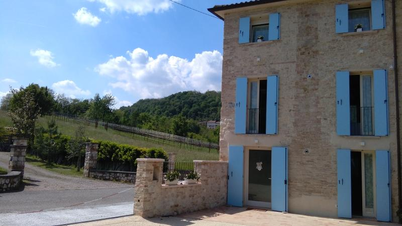 CASA DAISY - CAMERA STANDAR, holiday rental in Cavaso del Tomba