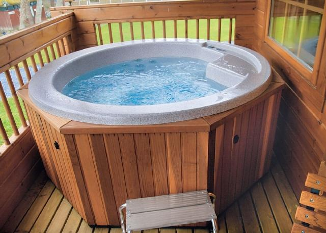 PRIVATE HOT TUB FOR LODGE GUESTS ONLY
