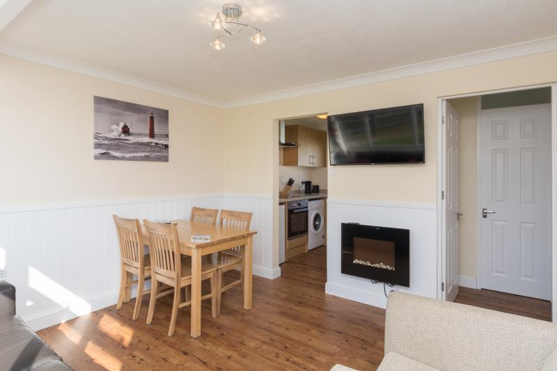 Refurbished chalet fantastic value for couples & families (walk beach & pub) 67, vacation rental in Great Yarmouth