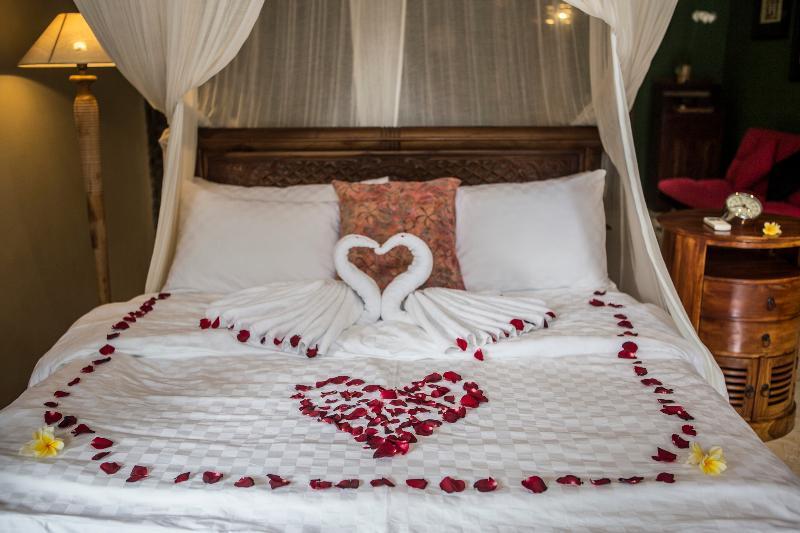 Nous accueillons toujours nos nouveaux clients avec de belles pièces fleurs et cygnes conception chambre # 1