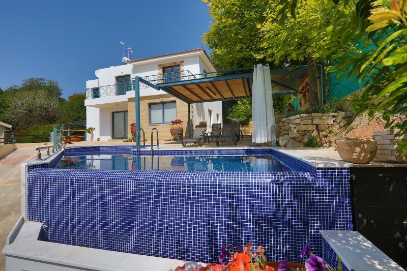 Infinite Blu Villa, holiday rental in Kissonerga