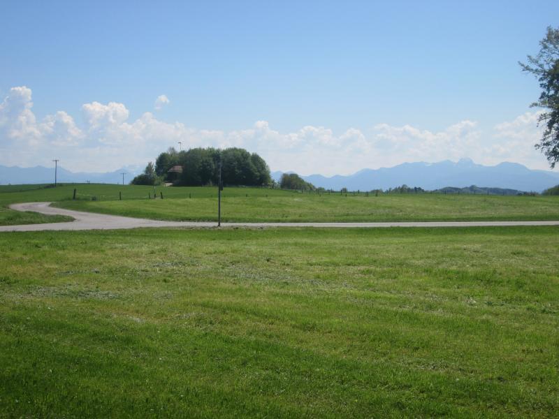 Weg von Westerndorf zu den Herrmannsdorfer Landwerkstätten (800 m)