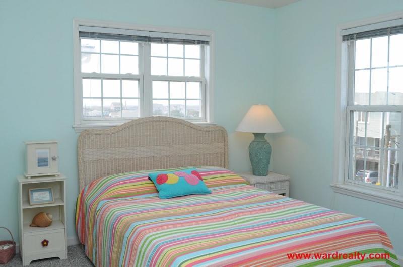 Top Floor Queen Bedroom