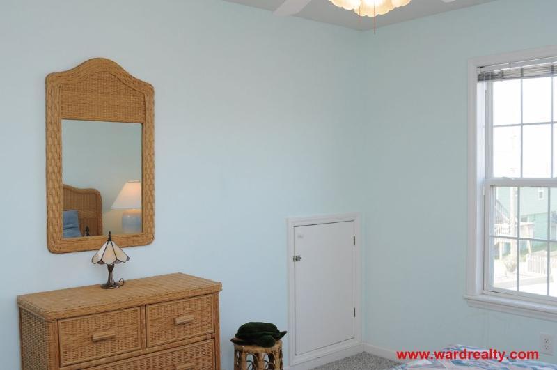 1st Floor 2 Twins Bedroom II