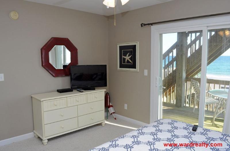 1st Floor South Queen Bedroom II