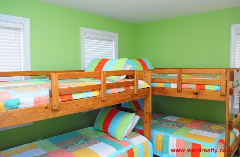 1st Floor North Streetside Bedroom w/ 2 Bunk Beds