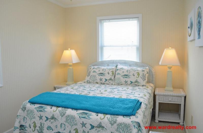 Top Floor Back South Bedroom w/ Queen
