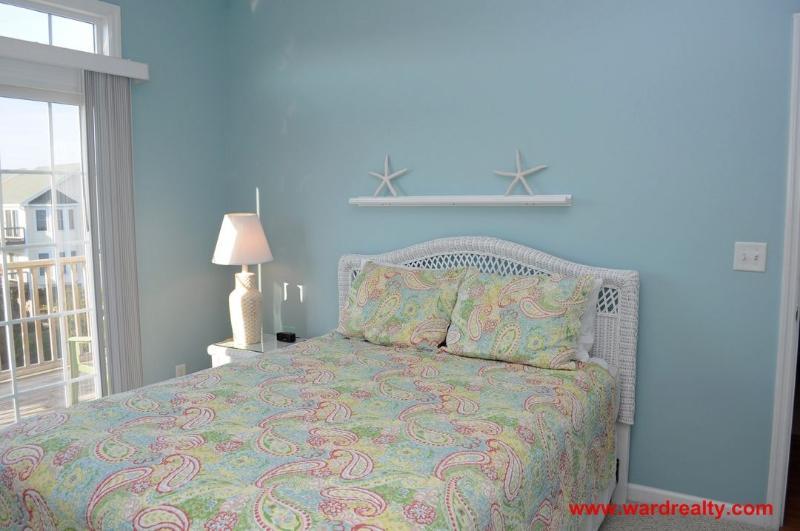 2nd Floor Bedroom - Queen