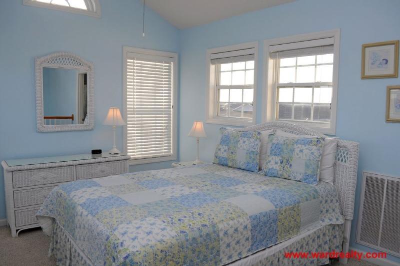 Top Floor Master Bedroom - Queen