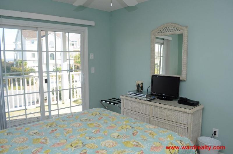 1st Floor Front Queen Bedroom II