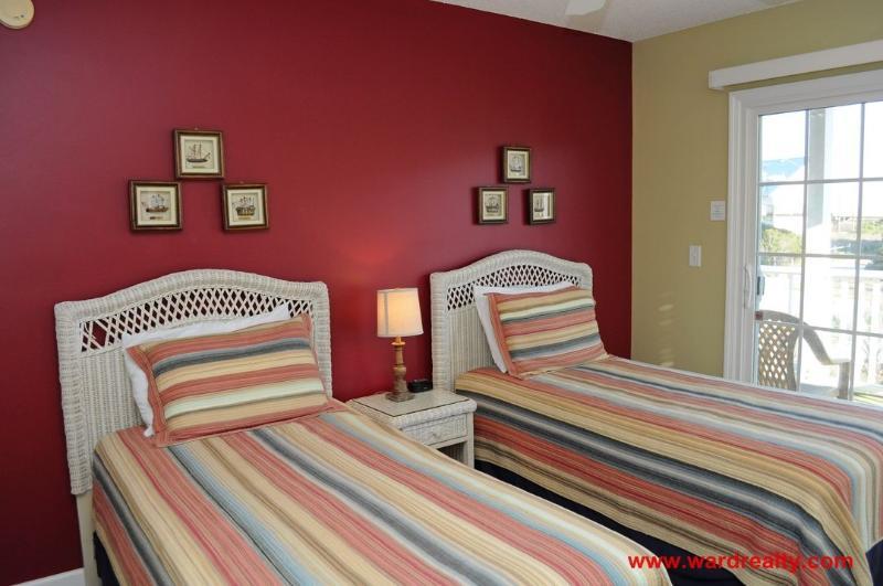 1st Floor Front Bedroom with 2 Twins