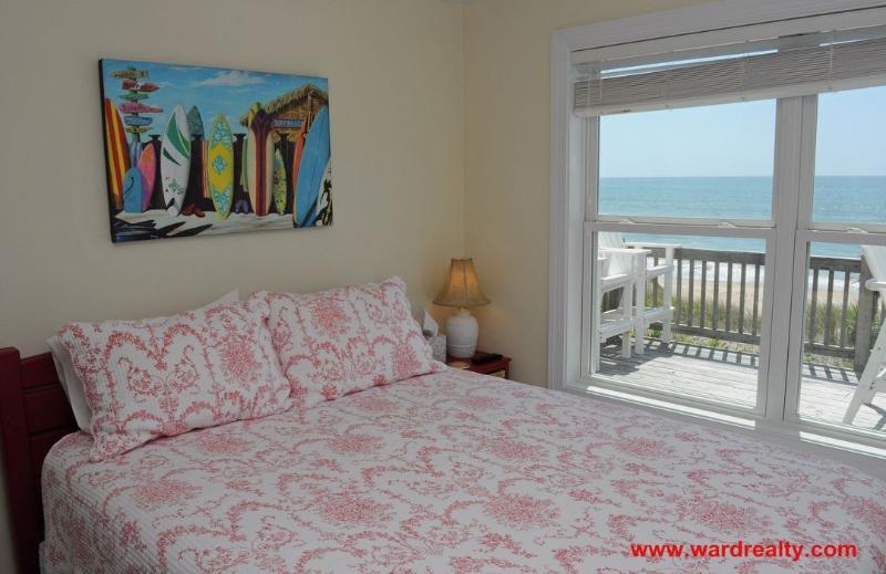 North Oceanfront Bedroom w/ Queen