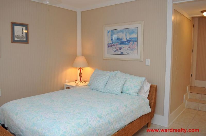 Ground Floor Bedroom (w/ Queen)