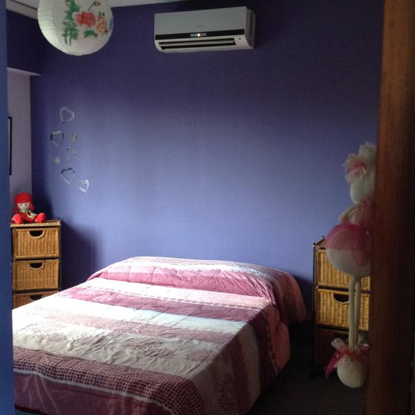 Cuarto con cama doble en suite, vista a los jardines