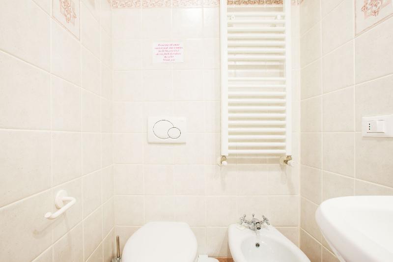 4nd Bathroom