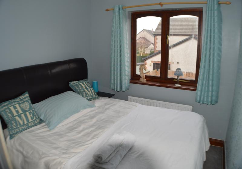 Beautiful Cumbria Coast(SPARE ROOM IN OUR HOME), holiday rental in Kirkby in Furness